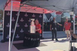 Despite the blazing sun, fans stood in line for hours for a photo opportunity with the cup. (WTOP/Melissa Howell)