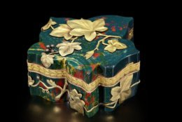 Leaf-Shaped Box, Fabergé, Moscow, 1899-1908. Hillwood Estate, Museum & Gardens, acc. no. 11.219.1-2. Photographed by Alex Braun.
