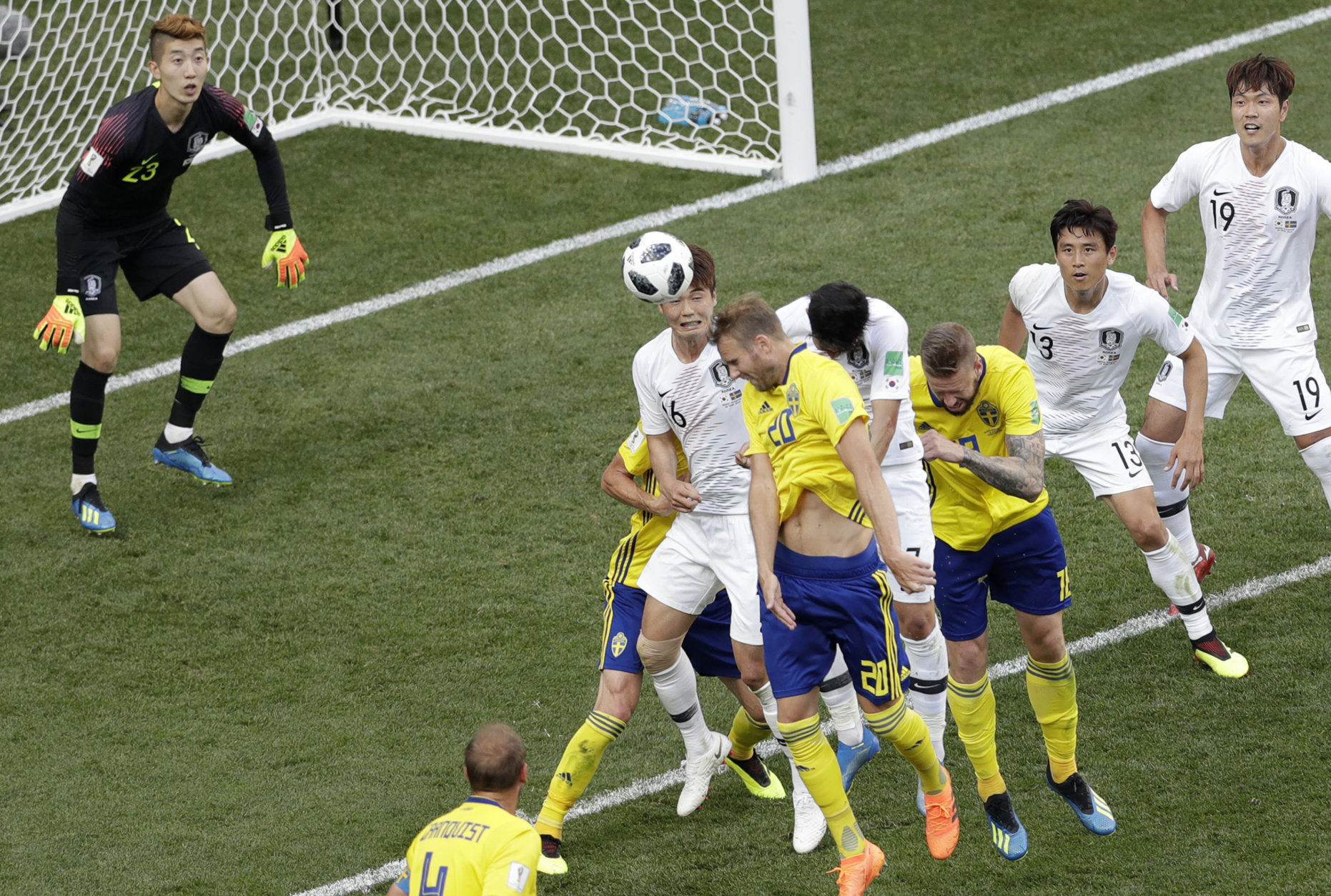 Sweden's Emil Krafth, centre right, and South Korea's Ki Sung-yueng, centre left, head the ball during the group F match between Sweden and South Korea at the 2018 soccer World Cup in the Nizhny Novgorod stadium in Nizhny Novgorod, Russia, Monday, June 18, 2018. (AP Photo/Michael Sohn)