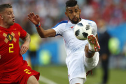 Panama's Anibal Godoy, right, and Belgium's Toby Alderweireld challenge for the ball during the group G match between Belgium and Panama at the 2018 soccer World Cup in the Fisht Stadium in Sochi, Russia, Monday, June 18, 2018. (AP Photo/Matthias Schrader)