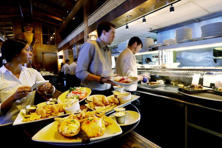 Phones Parking Picnics How Restaurants Retain Staff In Shortage