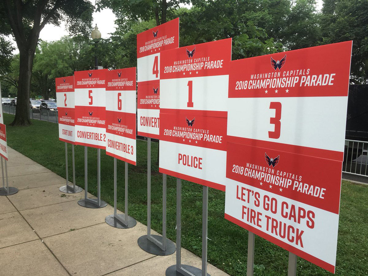 Line up signs being placed near the Lincoln Memorial. (WTOP/Mike Murillo)