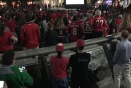 The crowd at U.S. Navy Memorial is on their feet, mesmerized, with two minutes left to go. (WTOP/Shawn Anderson)