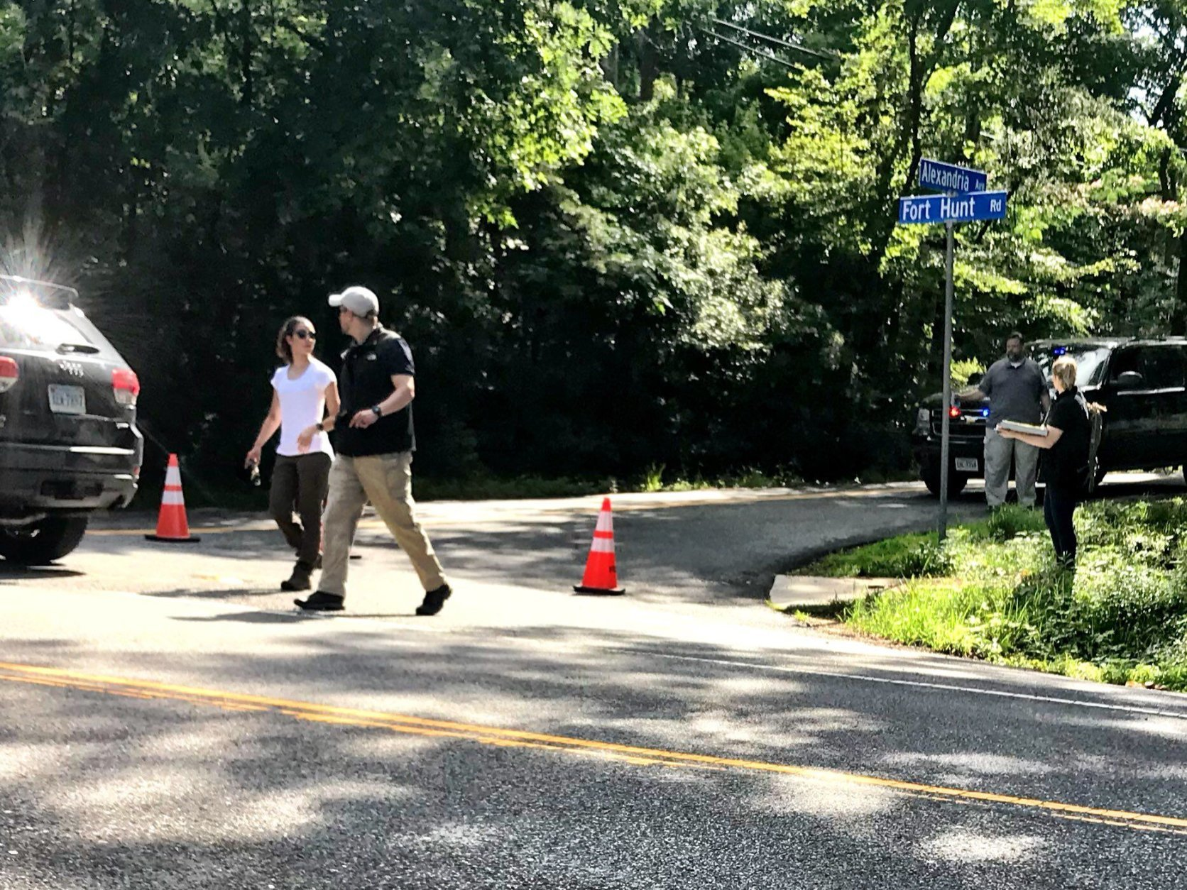 Crime scene investigators for the FBI are seen at the intersection where Bijan Ghaisar was shot by Park Police. (WTOP/Neal Augenstein)