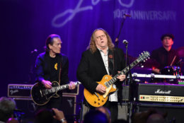 G.E. Smith and Warren Haynes perform on stage at the Les Paul 100th Anniversary Celebration on June 9, 2015 in New York City.  (Photo by Theo Wargo/Getty Images for Les Paul Foundation)