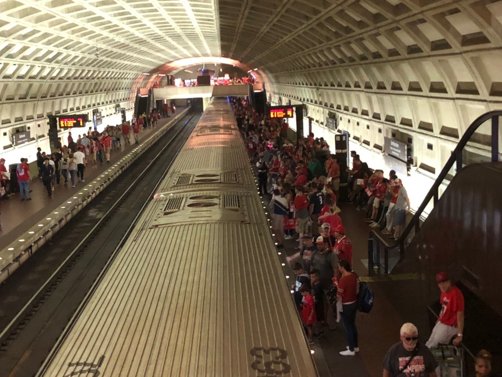 Platforms at the Smithsonian Metro station are crowded but manageable on Tuesday, June 12, 2018. (WTOP/Dave Dildine)