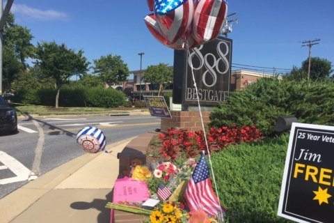 Growing memorial shows outpouring of support for Annapolis victims
