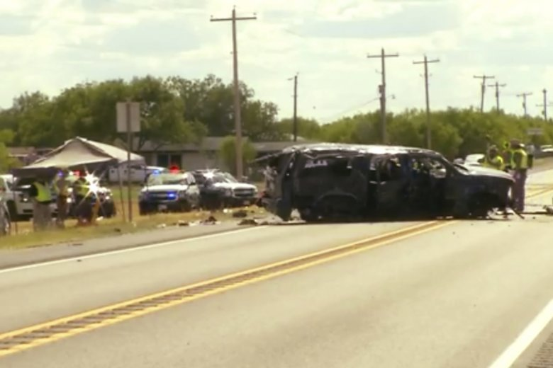 5 dead after auto  flips in Border Patrol chase in TX