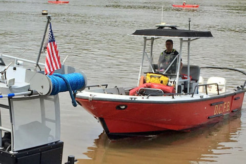 Search continues for missing worker on Potomac River