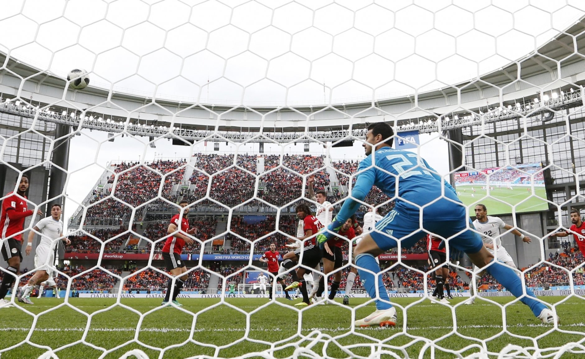 Uruguay's Jose Gimenez scores the opening goal past Egypt goalkeeper Mohamed Elshenawy during the group A match between Egypt and Uruguay at the 2018 soccer World Cup in the Yekaterinburg Arena in Yekaterinburg, Russia, Friday, June 15, 2018. (AP Photo/Natacha Pisarenko)