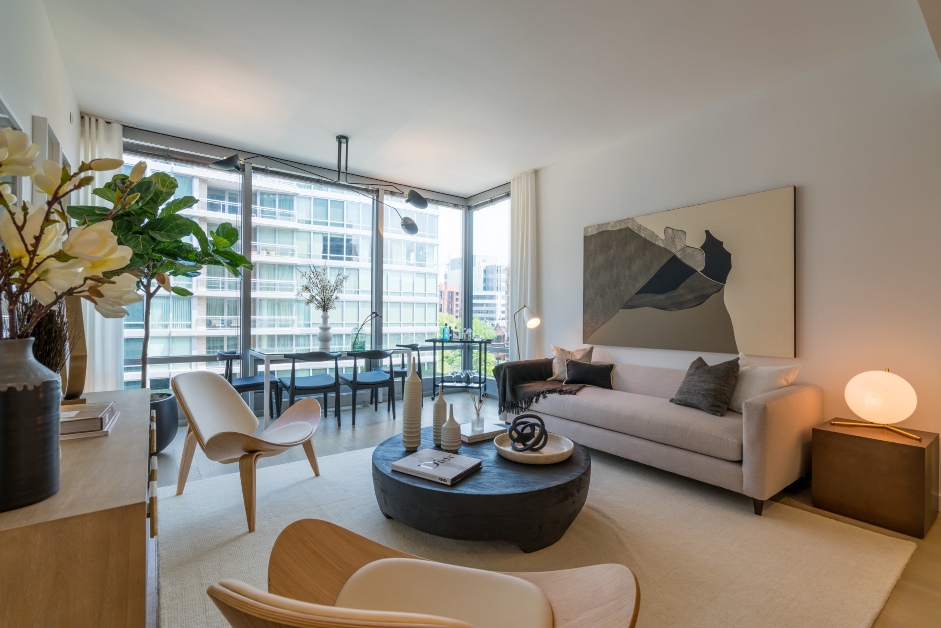 A resident manager also coordinates package delivery directly to apartments via its concierge team, dry cleaning delivery and assistance carrying groceries or other items from the lobby to apartments. (Courtesy Eastbanc)