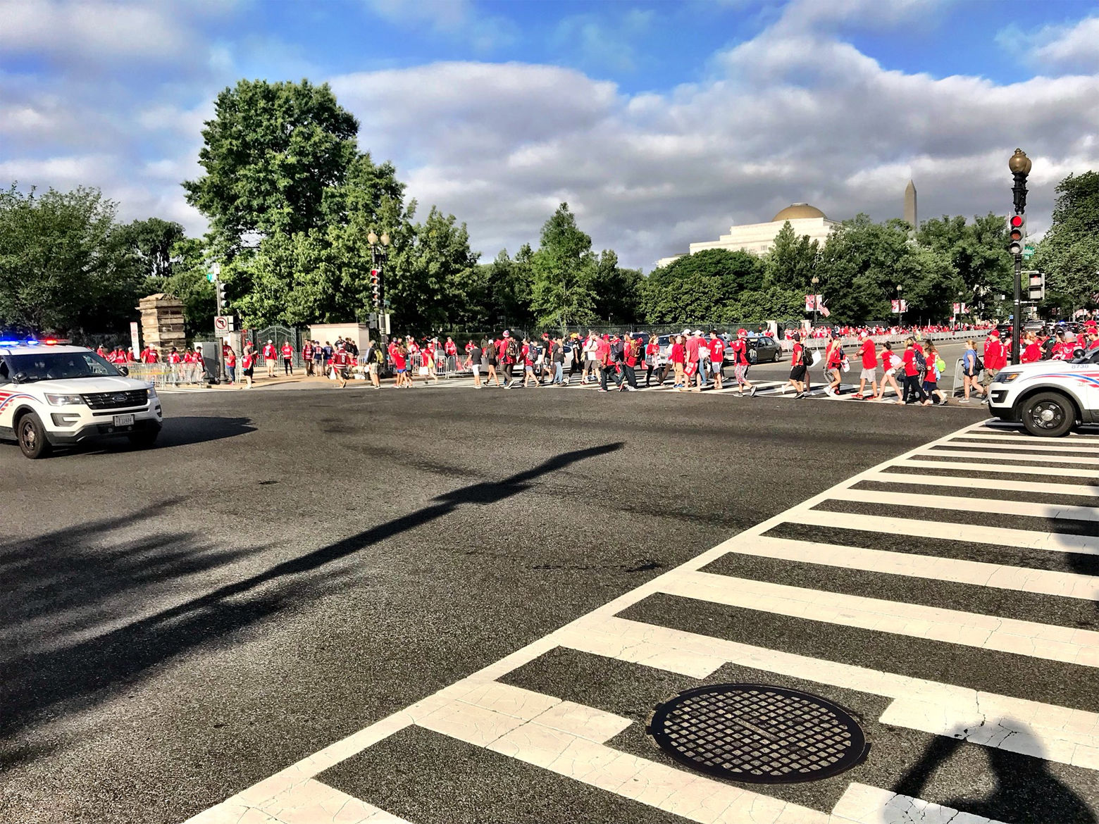 An increasing number of fans arrive along the parade route. (WTOP/Neal Augenstein)