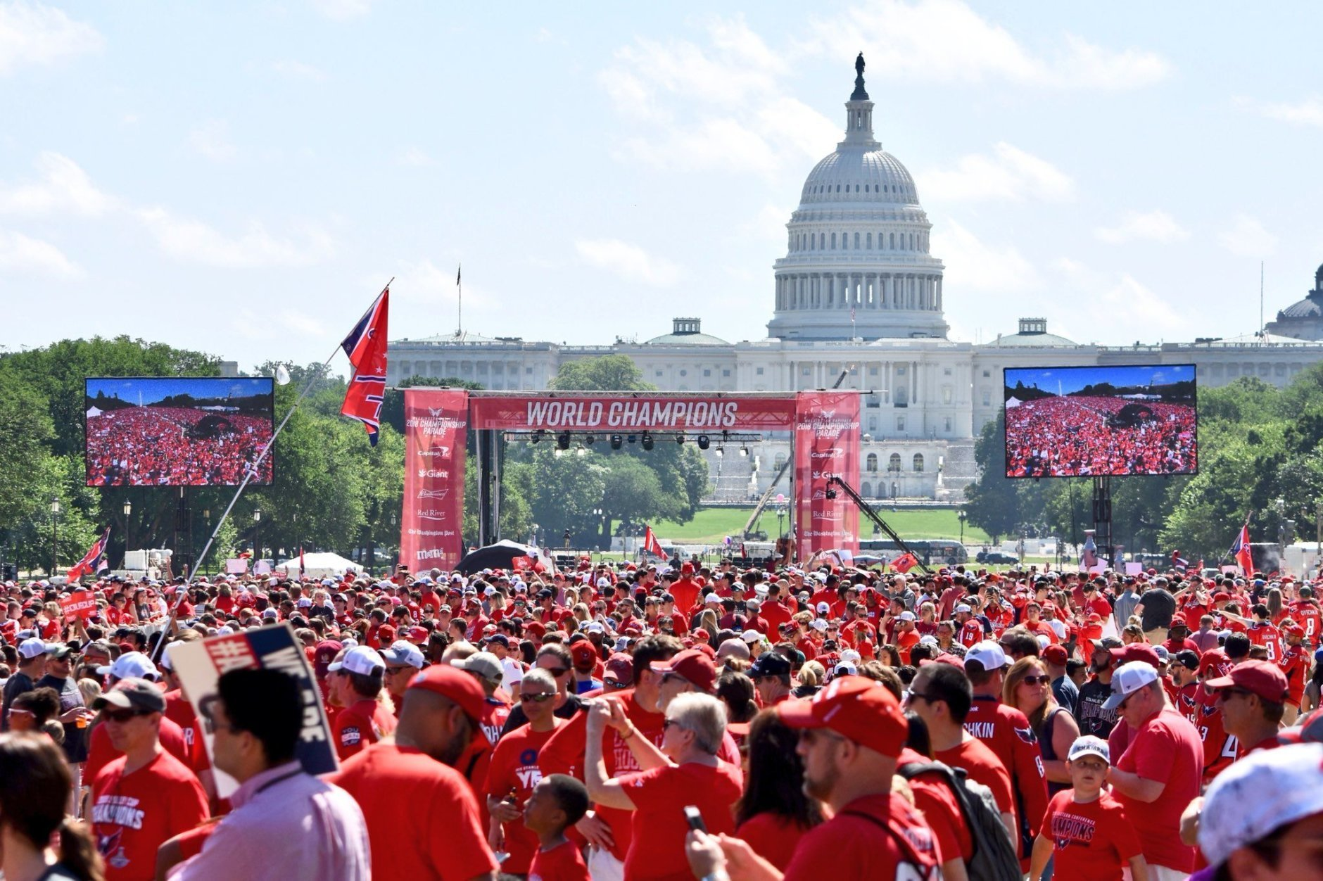 Caps fans pour onto the National Mall for the rally and to get in position to see the parade. (WTOP/Dave Dildine)