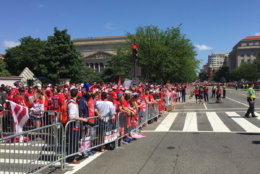 Capitals fans are lined up, awaiting their Stanley Cup champs. (WTOP/Jonathan Warner)