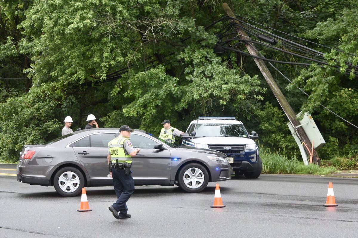 Authorities on the scene on Georgetown Pike, where a fallen tree snagged wires. (WTOP/Dave Dildine)