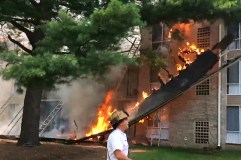 Large fire tears through Prince George's Co. apartment building