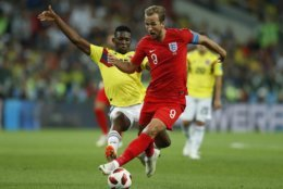 Colombia's Jefferson Lerma, left, and England's Harry Kane challenge for the ball during the round of 16 match between Colombia and England at the 2018 soccer World Cup in the Spartak Stadium, in Moscow, Russia, Tuesday, July 3, 2018. (AP Photo/Alastair Grant)
