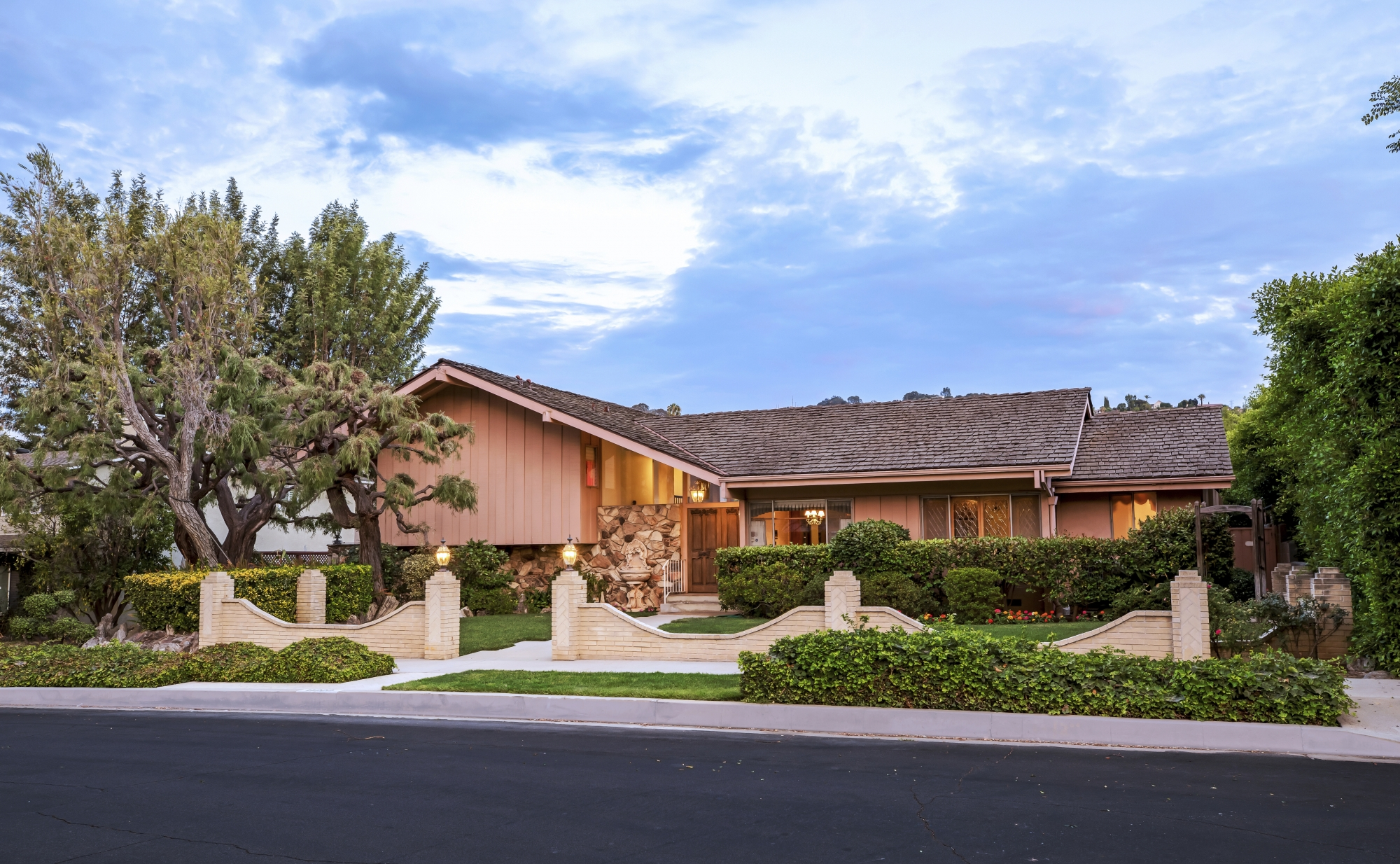 Brady bunch house for sale for nearly 1 9m wtop Modern bathroom north hollywood