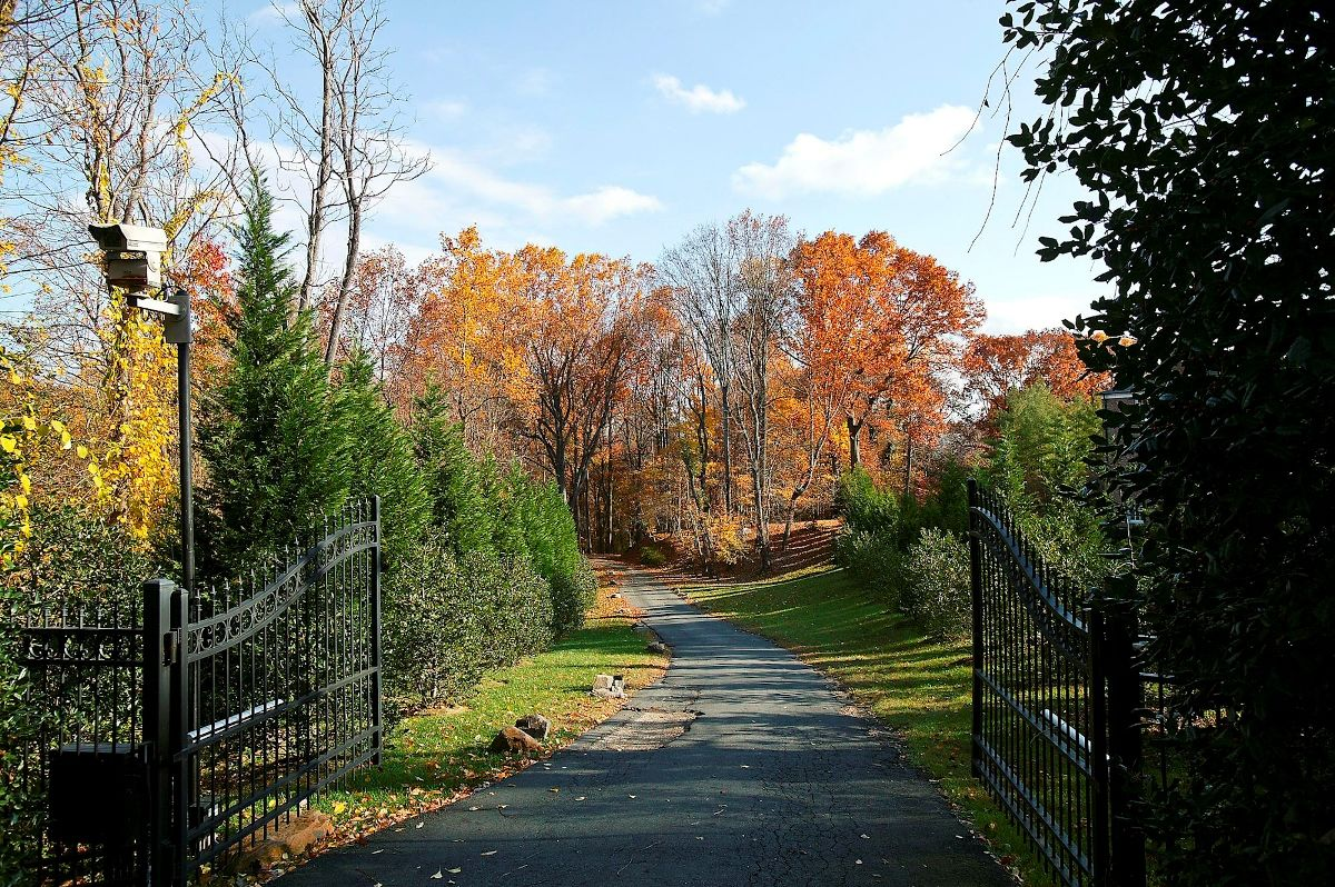 Six acres of land in McLean, on Chain Bridge Road and with pristine views of the Potomac River, have sold for $19.9 million. (Courtesy Long & Foster)