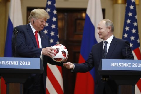Trump gives Ovechkin jersey, hockey puck to Putin