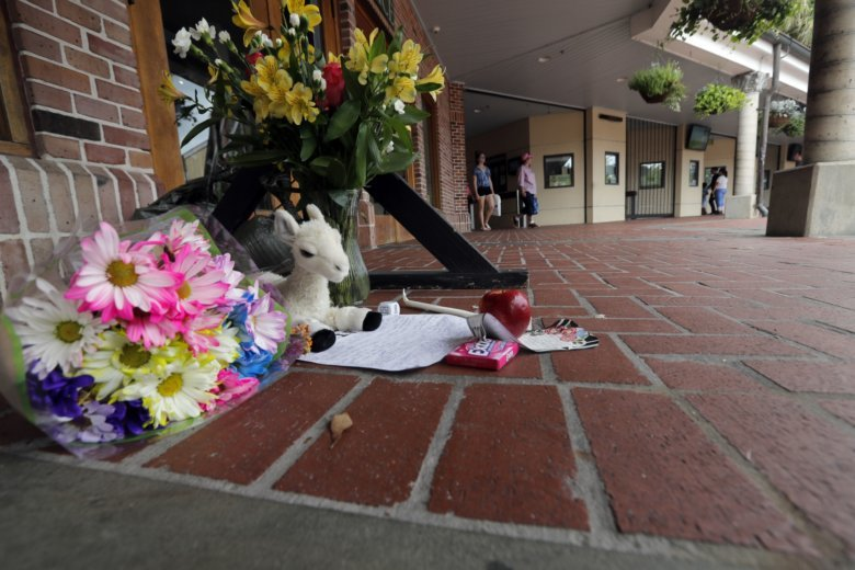 A Makeshift Memorial Is Seen Outside The Audubon Zoo In New Orleans,  Monday, July 16, 2018. The Death Of A Wounded Fox Brings To Nine The Number  Of Animals ...