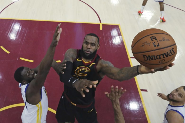 6fa569285 LA-Bron  James agrees to 4-year contract with Lakers