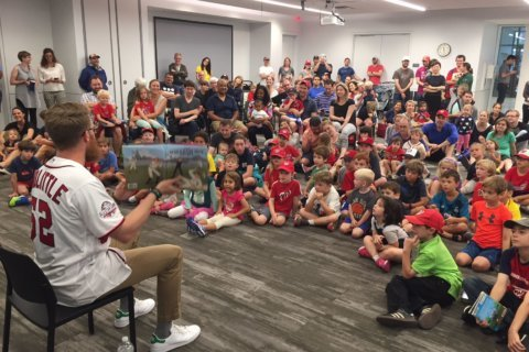 Photos: Nats' Doolittle encourages kids to read at DC Public Library event