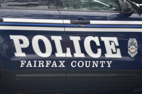 Fairfax Co. man dies after falling off roof of moving car