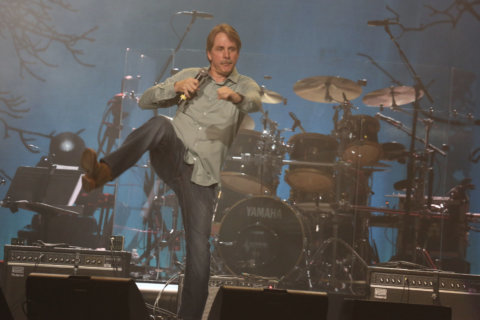 Q&A: Jeff Foxworthy cracks up the Kennedy Center, blue-collar style