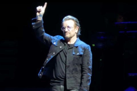 Video: U2 pays tribute to Capital Gazette shooting victims with 'One'