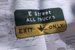 A diagram of the new overhead guide sign for the E Street Expressway. Since trucks are not allowed on I-66 inside the Beltway and commercial vehicles are not allowed on National Park Service roads, all trucks must.exit onto E Street NW. (WTOP/Dave Dildine)