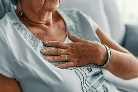 Women more likely to survive heart attacks if treated by another woman: Study