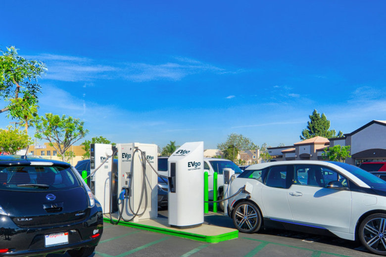 Evgo Operates What Is Curly The Largest Public Direct Cur Electric Vehicle Fast Charging Network In Country With More Than 1 000 Stations