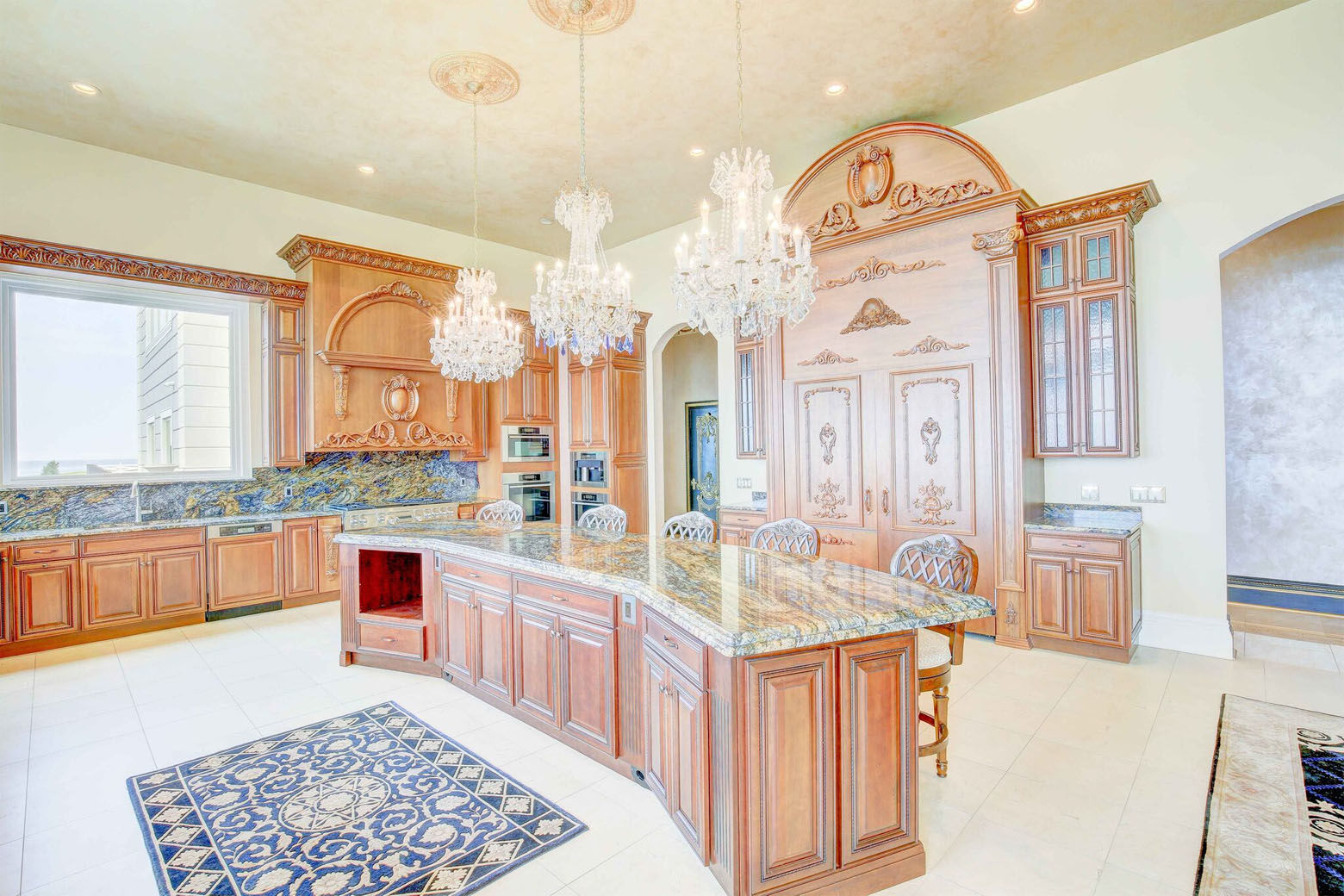 The Love Point estate features a large kitchen space and wet bar. (Courtesy Phil and Victoria Gerdes)