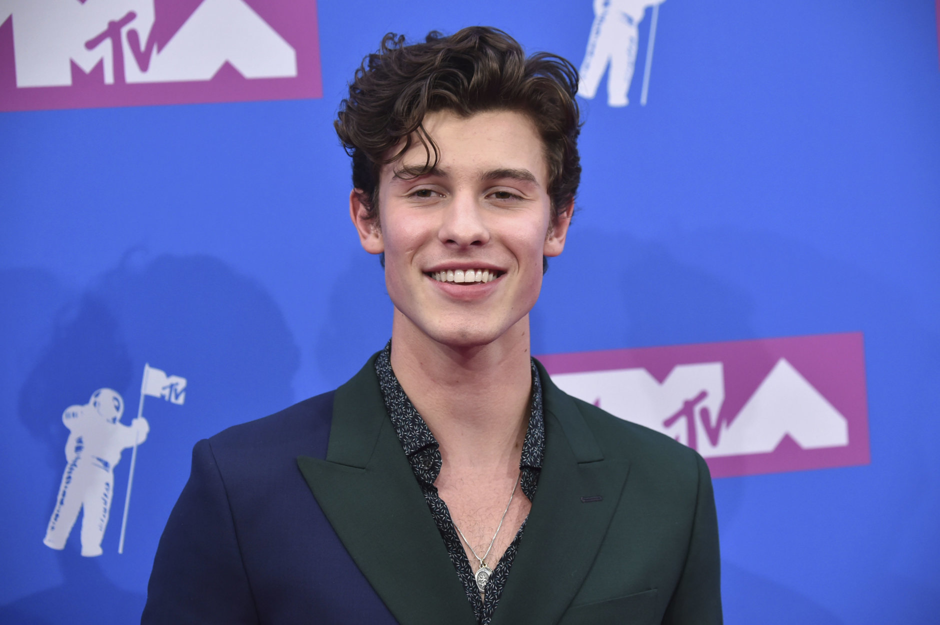 Shawn Mendes arrives at the MTV Video Music Awards at Radio City Music Hall on Monday, Aug. 20, 2018, in New York. (Photo by Evan Agostini/Invision/AP)