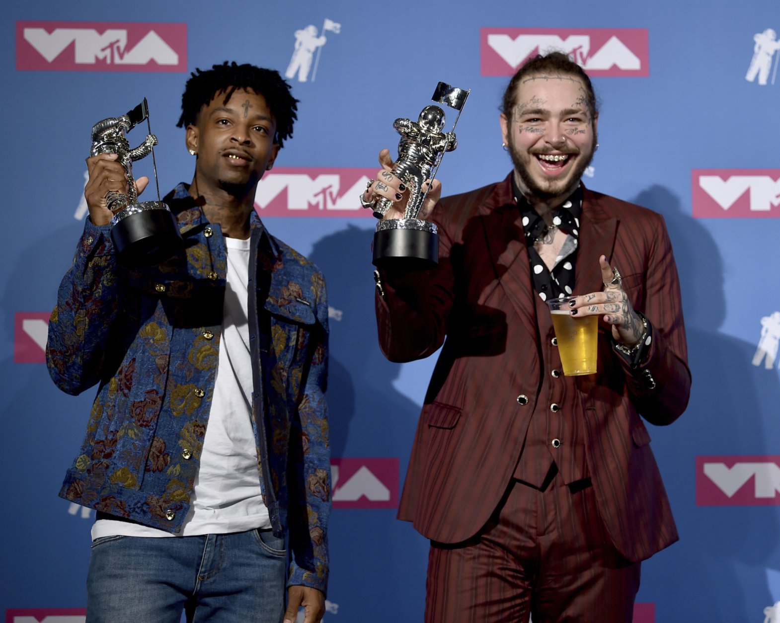 "21 Savage, left, and Post Malone pose with their award for song of the year for ""Rockstar"" in the press room at the MTV Video Music Awards at Radio City Music Hall on Monday, Aug. 20, 2018, in New York. (Photo by Evan Agostini/Invision/AP)"