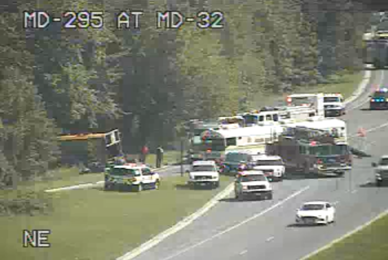 Bus accident on BW Parkway causes injuries, severe delays   WTOP