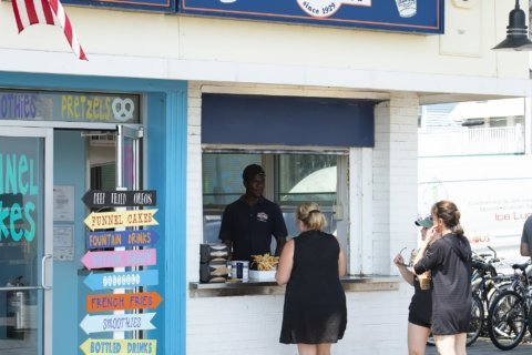 'Ketchup, it ain't cheap': Fry tradition sparks beach battle