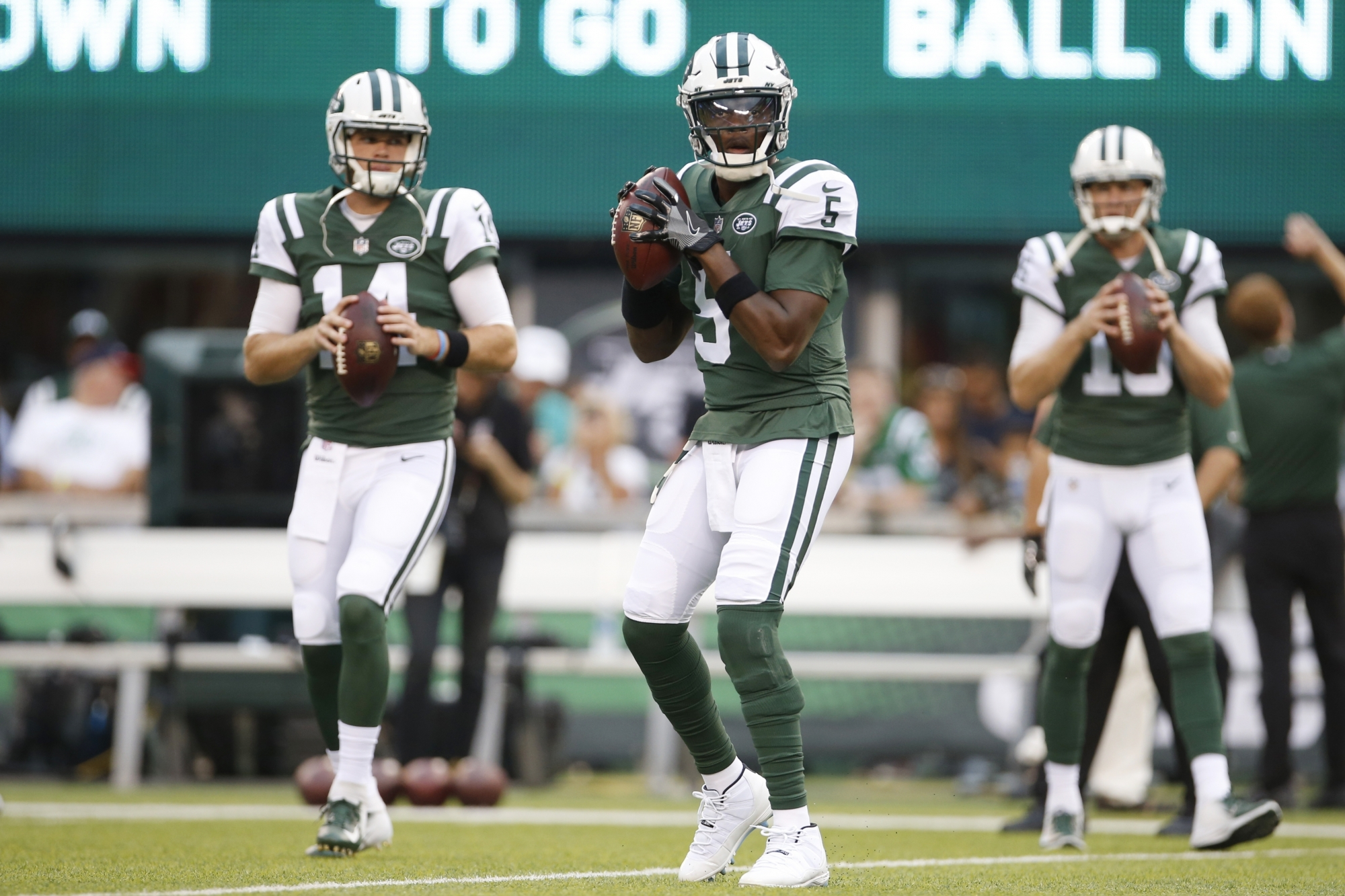 Jets and Redskins a study in contrasts at QB