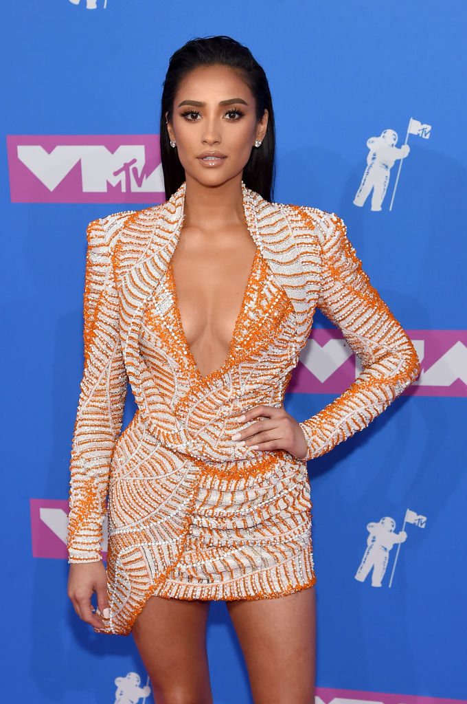 NEW YORK, NY - AUGUST 20:  Shay Mitchell attends the 2018 MTV Video Music Awards at Radio City Music Hall on August 20, 2018 in New York City.  (Photo by Jamie McCarthy/Getty Images)