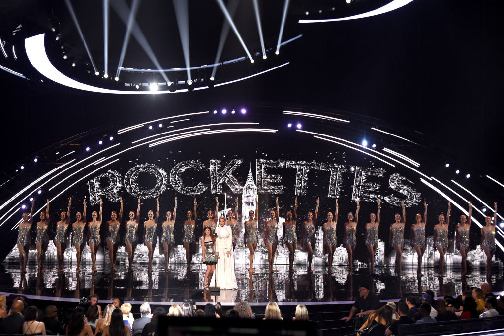 NEW YORK, NY - AUGUST 20:  Anna Kendrick, Blake Lively, and The Rockettes perform onstage during the 2018 MTV Video Music Awards at Radio City Music Hall on August 20, 2018 in New York City.  (Photo by Michael Loccisano/Getty Images for MTV)