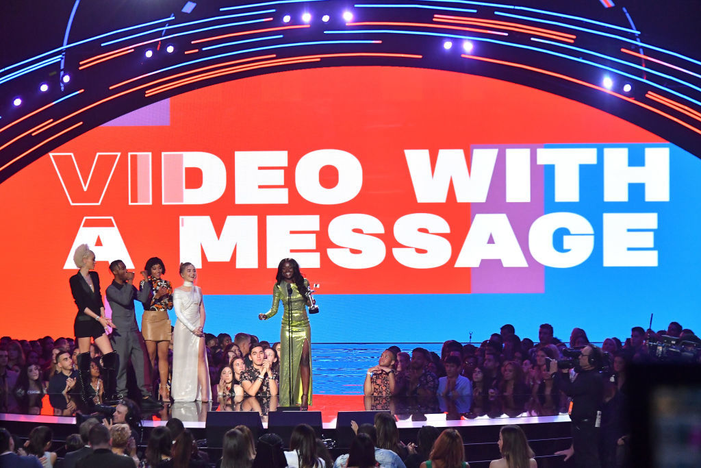 NEW YORK, NY - AUGUST 20:  (2L-R) Algee Smith, Amandla Stenberg, and Sabrina Carpenter present the award for Video with a Message to Sherrie Silver who accepts the award on behalf of Childish Gambino onstage during the 2018 MTV Video Music Awards at Radio City Music Hall on August 20, 2018 in New York City.  (Photo by Michael Loccisano/Getty Images for MTV)