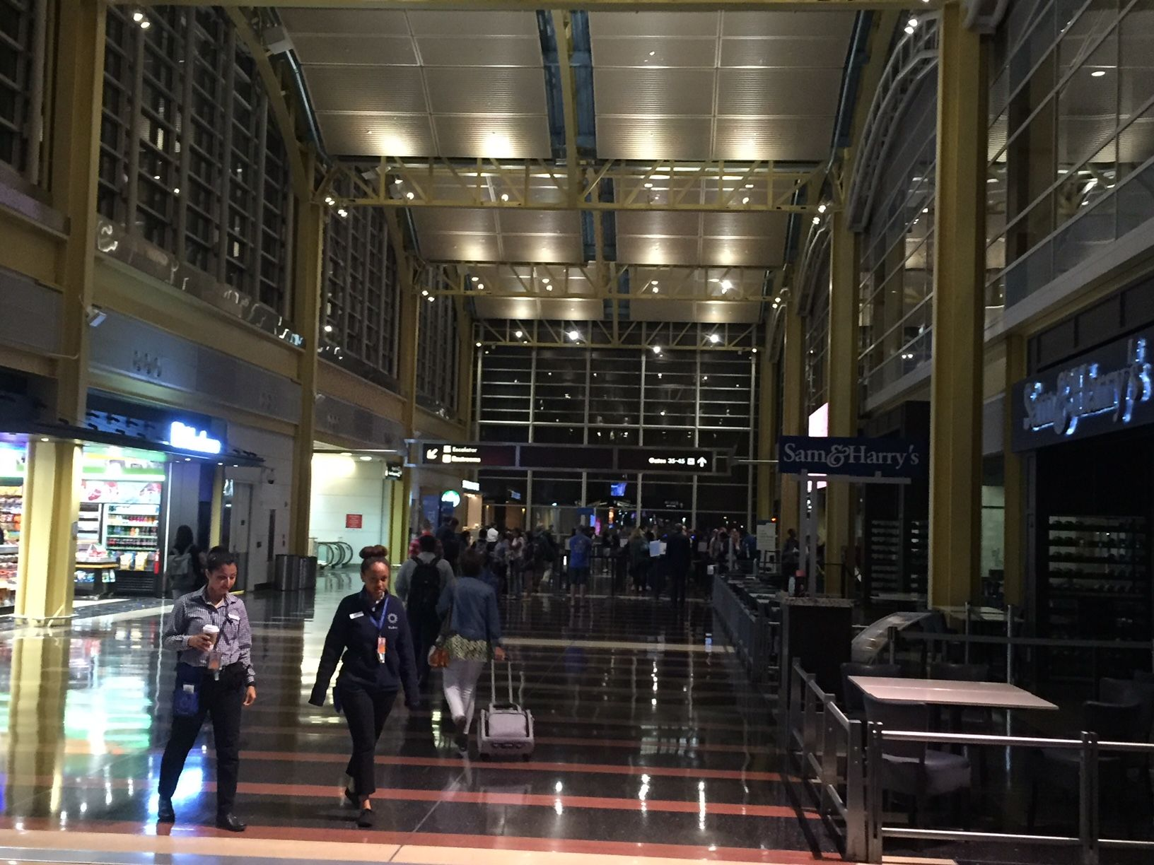 The lights were back on at Reagan airport on Thursday morning. (WTOP/John Domen)