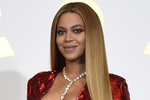 Helped by Beyonce clip, Paris' Louvre breaks visitor record
