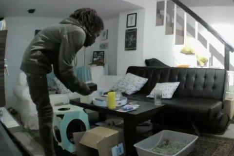 Virginia Square resident catches burglar on video