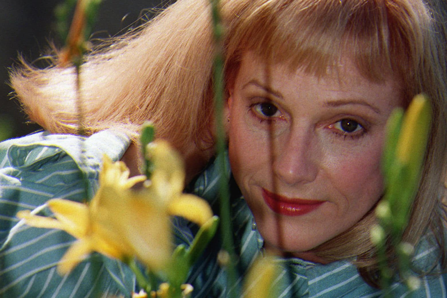 "FILE - In this Nov. 1, 1997 file photo, actress/director/author Sondra Locke poses for a photograph at a garden in Beverly Hills, Calif. A death certificate obtained by The Associated Press shows Oscar-nominated actress Locke died Nov. 3, 2018, at age 74 at her home in Los Angeles of cardiac arrest stemming from breast and bone cancer. She was nominated for an Academy Award for best supporting actress for 1968's ""The Heart is a Lonely Hunter,"" her first film. (AP Photo/ Damian Dovarganes, File)"