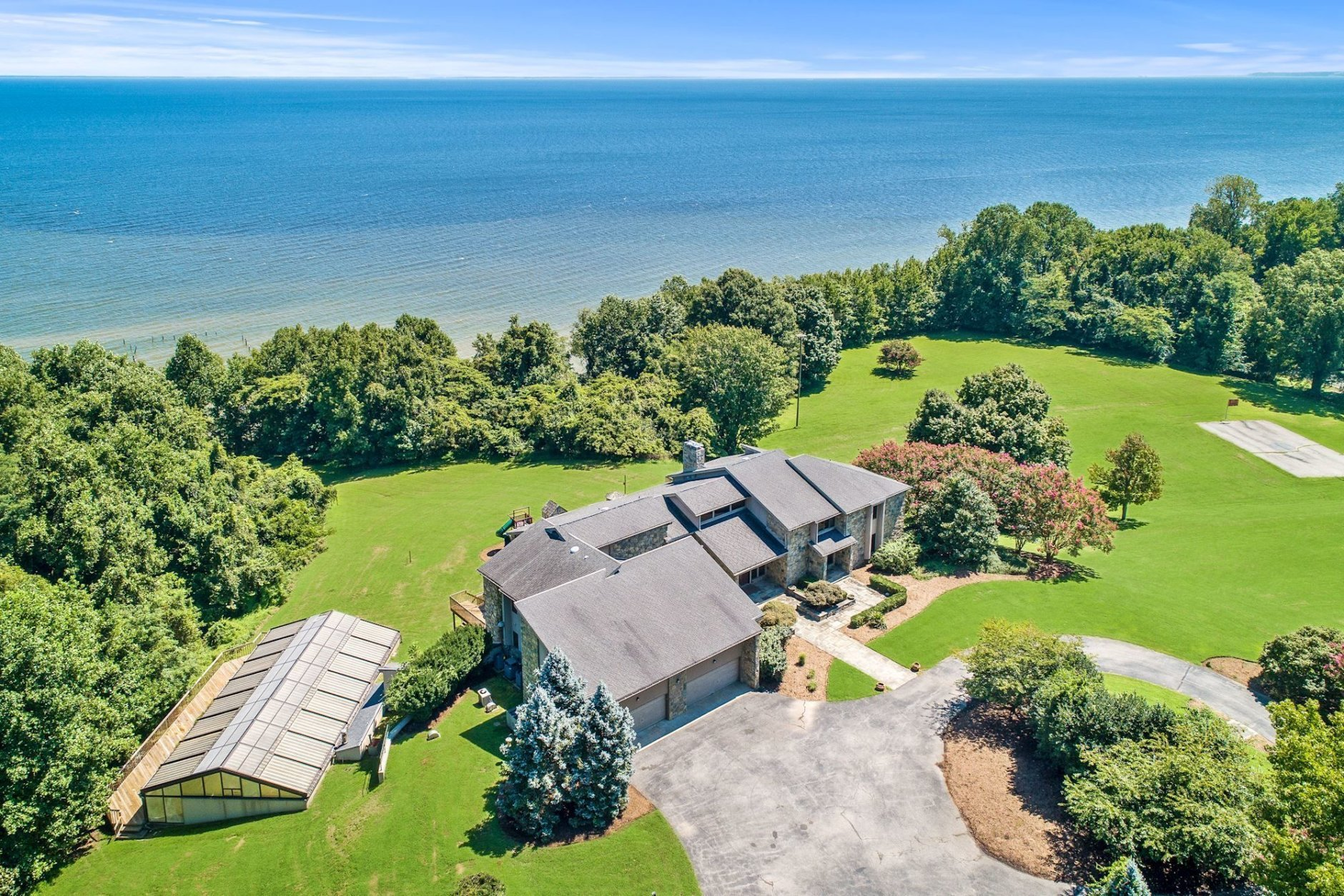 Peregrine Cliff has stunning views of Chesapeake Bay. (Courtesy Cummings & Co. Realtors)