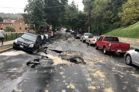 Sinkhole threatens to consume cars in Southeast DC