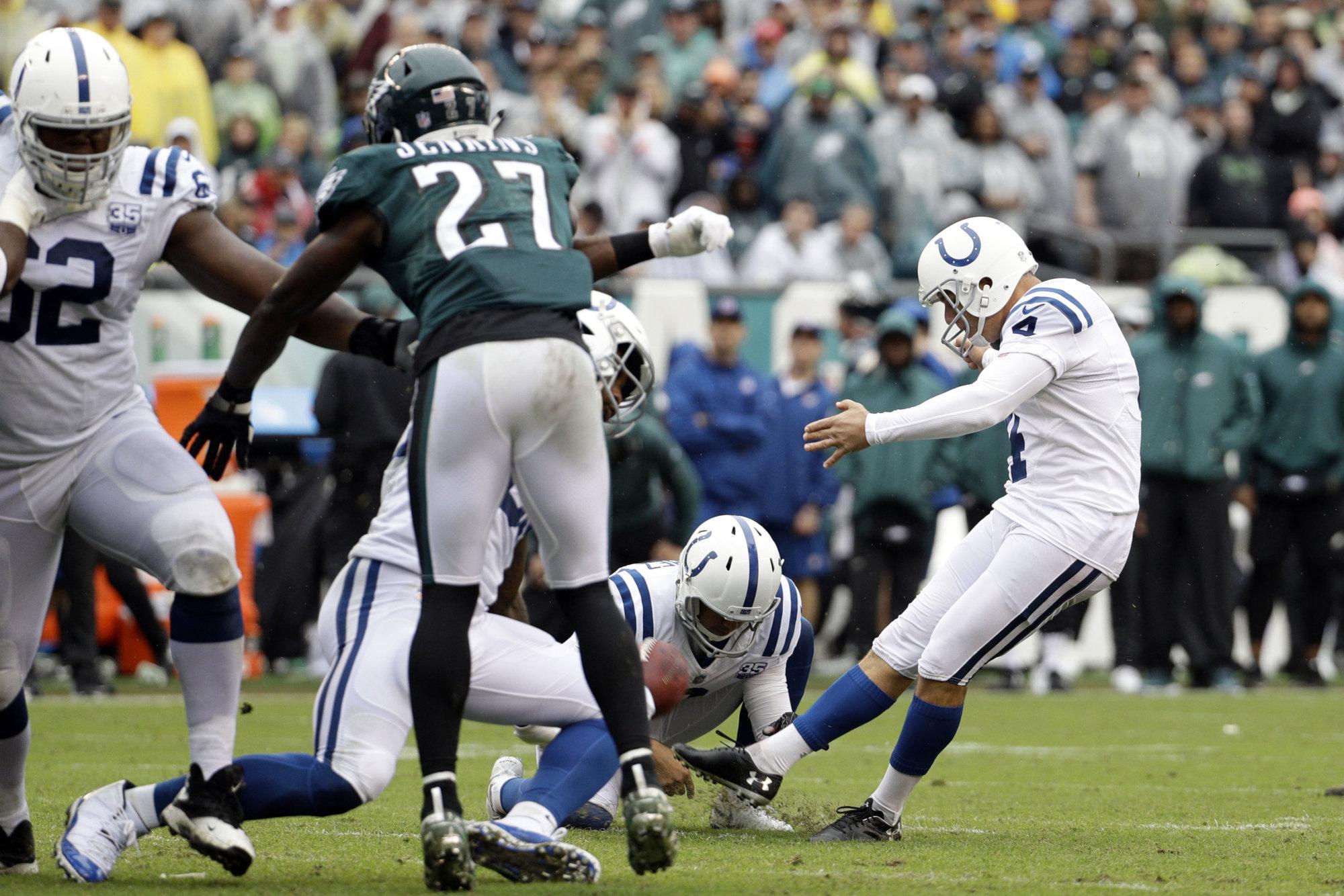Indianapolis Colts' Adam Vinatieri (4) kicks a field goal during the second half of an NFL football game against the Philadelphia Eagles, Sunday, Sept. 23, 2018, in Philadelphia. (AP Photo/Chris Szagola)