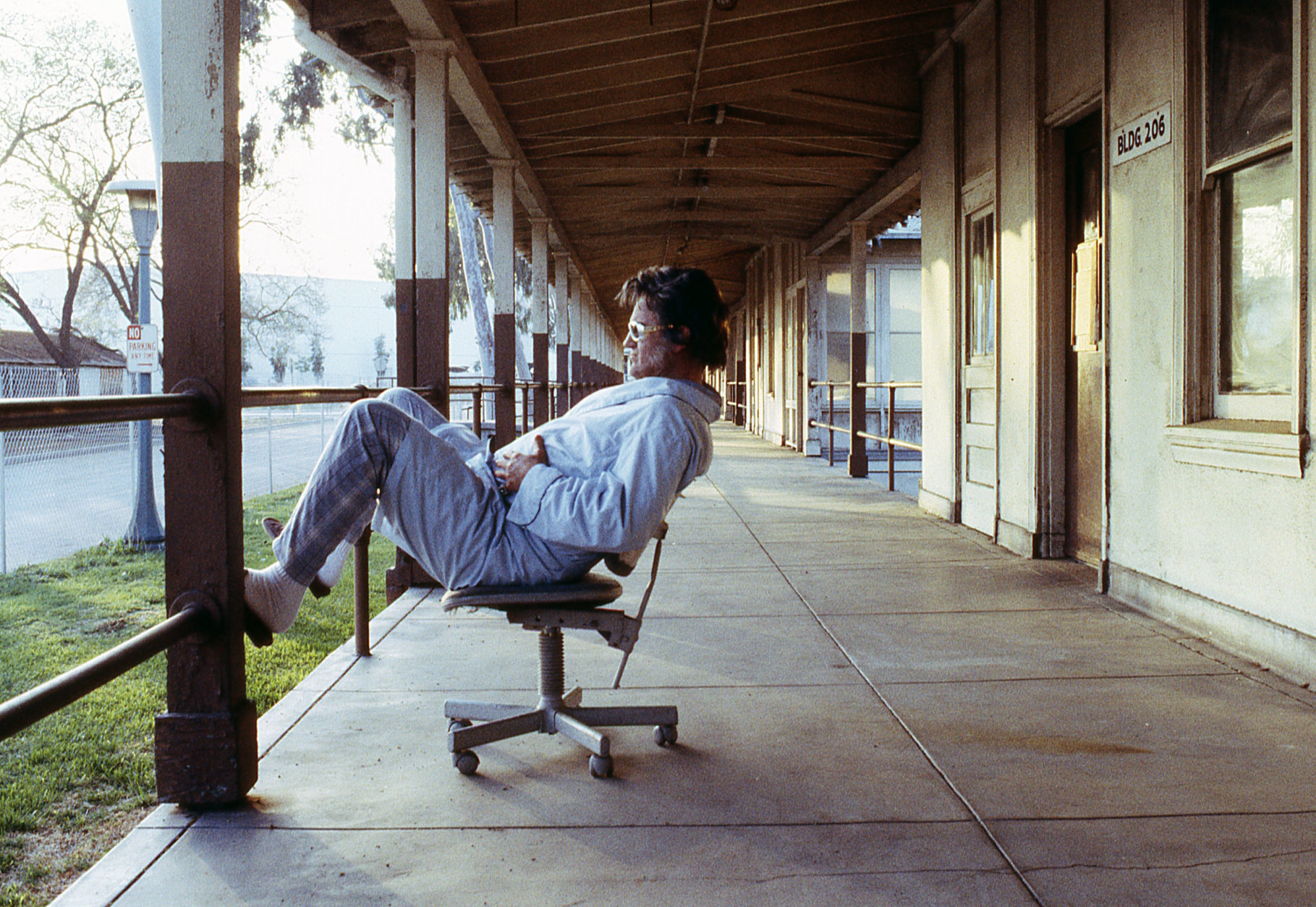 Cult film star Bruce Campbell relaxes between takes on the set of Bubba Ho-tep in his Elvis getup. (Courtesy Silver Sphere Productions)